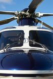 Lâminas exteriores de Front View Of Helicopter Cockpit e de rotor imagem de stock