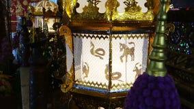Lâmpada asiática bonita no templo video estoque