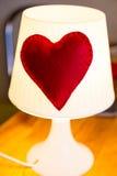 Lâmpada com coração vermelho Imagem de Stock