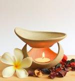 Lâmpada da aromaterapia com flor Foto de Stock Royalty Free