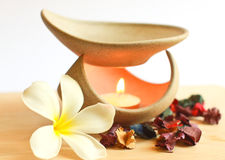 Lâmpada da aromaterapia com flor Imagem de Stock