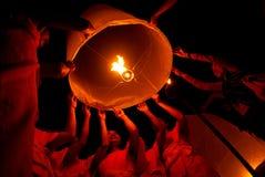 Lâmpada de flutuação da monge tailandesa. Fotografia de Stock