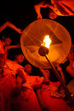 Lâmpada de flutuação da monge tailandesa. Imagens de Stock