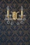 Lâmpada de parede do vintage com a textura luxuary da parede foto de stock royalty free