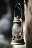 Lâmpada de petróleo velha com uma ampola imagem de stock royalty free