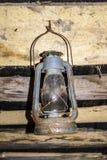 Lâmpada de querosene que pendura no sótão Fotografia de Stock