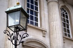 Lâmpada de rua antiquado, casa do Senado, Cambridge, Inglaterra Fotografia de Stock