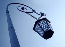 Lâmpada de rua de Vinatge, opinião de baixo ângulo Fotos de Stock Royalty Free