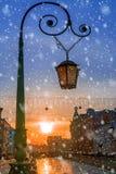 Lâmpada de rua em St Petersburg no por do sol, Rússia fotos de stock
