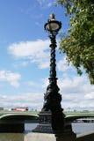 Lâmpada de rua Luz de rua Ponte de Westminster, Reino Unido fotos de stock royalty free
