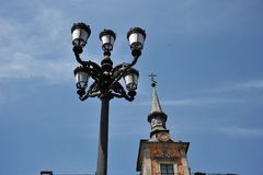 Lâmpada de rua no centro da capital espanhola Imagem de Stock