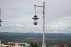 Lâmpada de rua no jardim imagens de stock royalty free