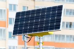 Lâmpada de rua posta por baterias solares Foto de Stock Royalty Free