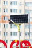 Lâmpada de rua posta por baterias solares Fotografia de Stock
