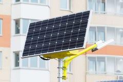Lâmpada de rua posta por baterias solares Imagens de Stock