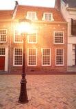 Lâmpada de rua velha com luz imagem de stock royalty free