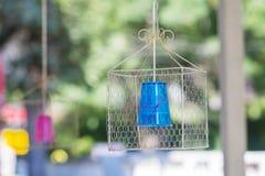 Lâmpada de suspensão moderna do cone Cor azul Foto de Stock Royalty Free