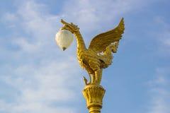 A lâmpada dourada da cisne Fotos de Stock