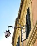 Lâmpada e indicador de rua Fotografia de Stock Royalty Free