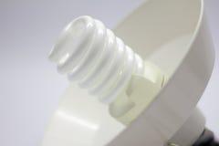 Lâmpada espiral em um fundo branco Imagens de Stock
