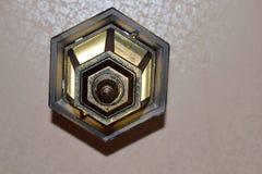 Lâmpada no teto com alargamentos claros fotos de stock