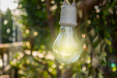 A lâmpada para a decoração no jardim com fundo de Bokeh, S Foto de Stock