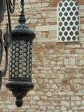 Lâmpada preta com muito detalhes e furos fotos de stock royalty free