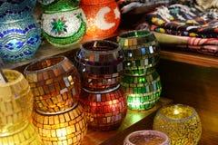 Lâmpadas bonitas das lâmpadas com testes padrões de mosaico em Istambul Turquia imagens de stock royalty free
