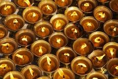 Lâmpadas de óleo bonitas da iluminação para festivais do hindu e do Buddist Imagem de Stock
