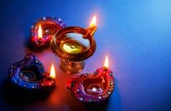 Lâmpadas de óleo leves durante a celebração do diwali fotografia de stock