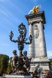 Lâmpadas de bronze na ponte de Alexander III Foto de Stock Royalty Free
