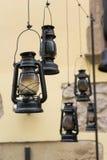 Lâmpadas de querosene Decoração no centro da cidade de Lviv imagem de stock