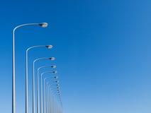 Lâmpadas de rua alinhadas Fotos de Stock