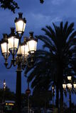 Lâmpadas de rua projetadas por Gaudi em Barcelona Imagem de Stock
