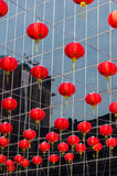 Lâmpadas de suspensão na estrada de Yaowarat, bairro chinês do ` s de Banguecoque Imagens de Stock Royalty Free