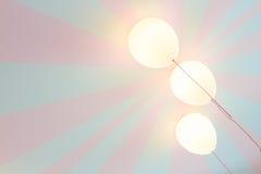 Lâmpadas do balão no teto fotografia de stock royalty free