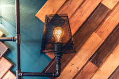 Lâmpadas do design de interiores, espaço da sala de visitas com paredes e detalhes arquitetura e projeto modernos Fotos de Stock