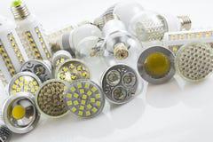 Lâmpadas do diodo emissor de luz GU10 e E27 com uma tecnologia diferente igualmente co da microplaqueta Fotografia de Stock Royalty Free