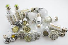 Lâmpadas do diodo emissor de luz GU10 e E27 com uma tecnologia diferente igualmente de da microplaqueta Imagem de Stock Royalty Free
