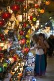 Lâmpadas do otomano do mosaico do bazar grande em Istambul fotografia de stock royalty free
