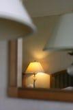 Lâmpadas do quarto de hotel fotos de stock
