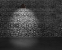 Lâmpadas do teto da iluminação com parede de tijolo e terra concreta Fotografia de Stock