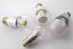 Lâmpadas E27 do diodo emissor de luz com uma tecnologia nova e diferente do poder da lâmpada Imagens de Stock