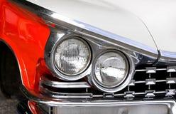 Lâmpadas principais de um carro clássico fotografia de stock