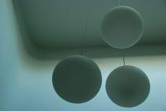 Lâmpadas que penduram do teto Foto de Stock