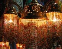 Lâmpadas turcas coloridas no bazar grande, Istambul, Turquia imagem de stock