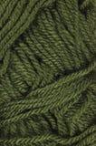 A lã fina verde natural rosqueia a textura, teste padrão macro textured vertical do fundo do close up do clew do fio Imagens de Stock Royalty Free