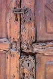lÃ¥st trä för dörr Arkivfoto