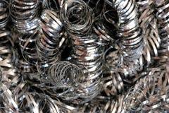 Lãs do fio de metal ou aparas espirais Macro de alta resolução do close-up fotografia de stock