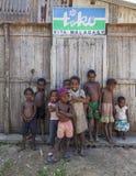 Lächeln aber auch schüchterne afrikanische Kinder Stockfoto